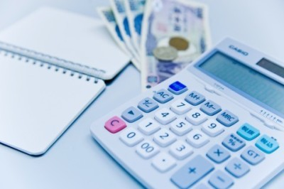 money-and-calculator