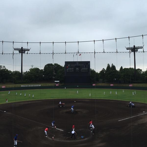 曇り空の豊田球場