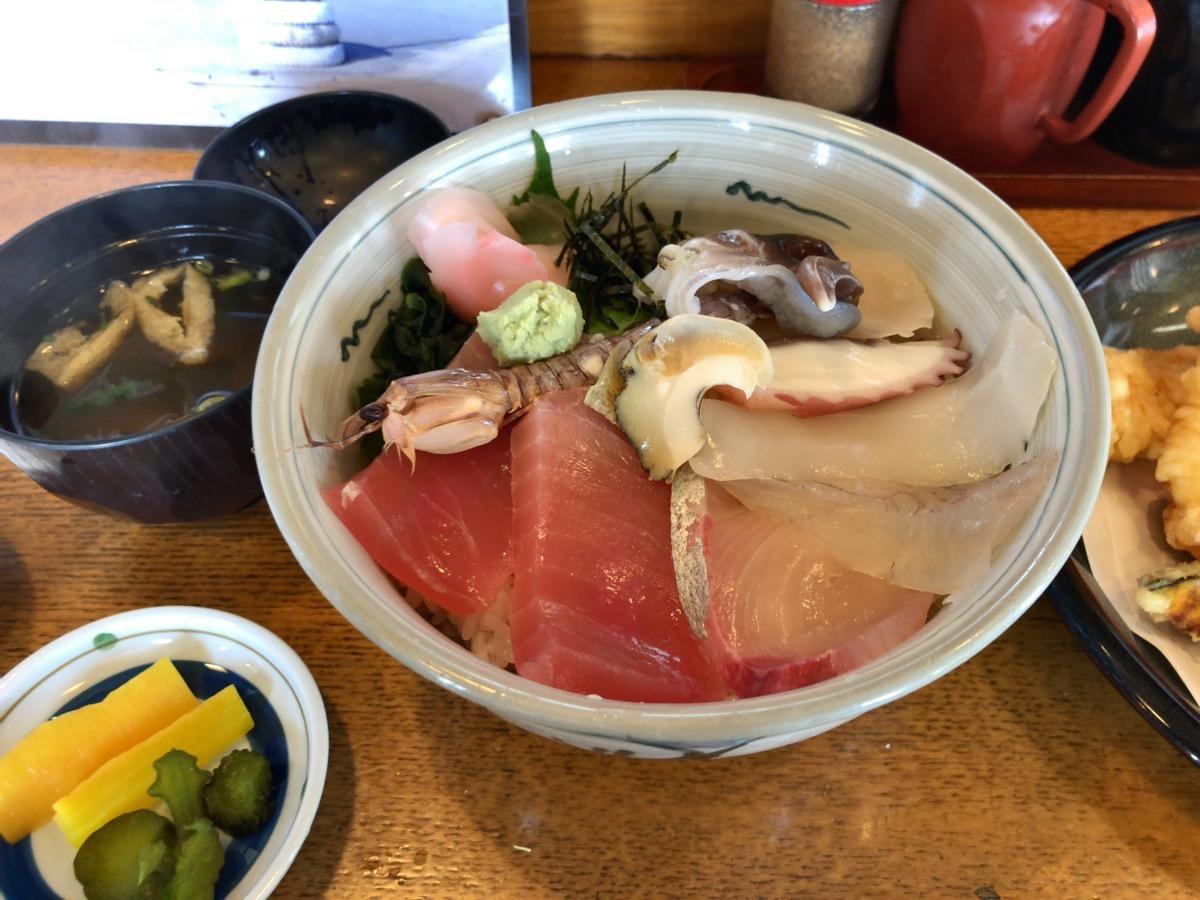 愛知県蒲郡市西浦「いちふく」の新鮮丼