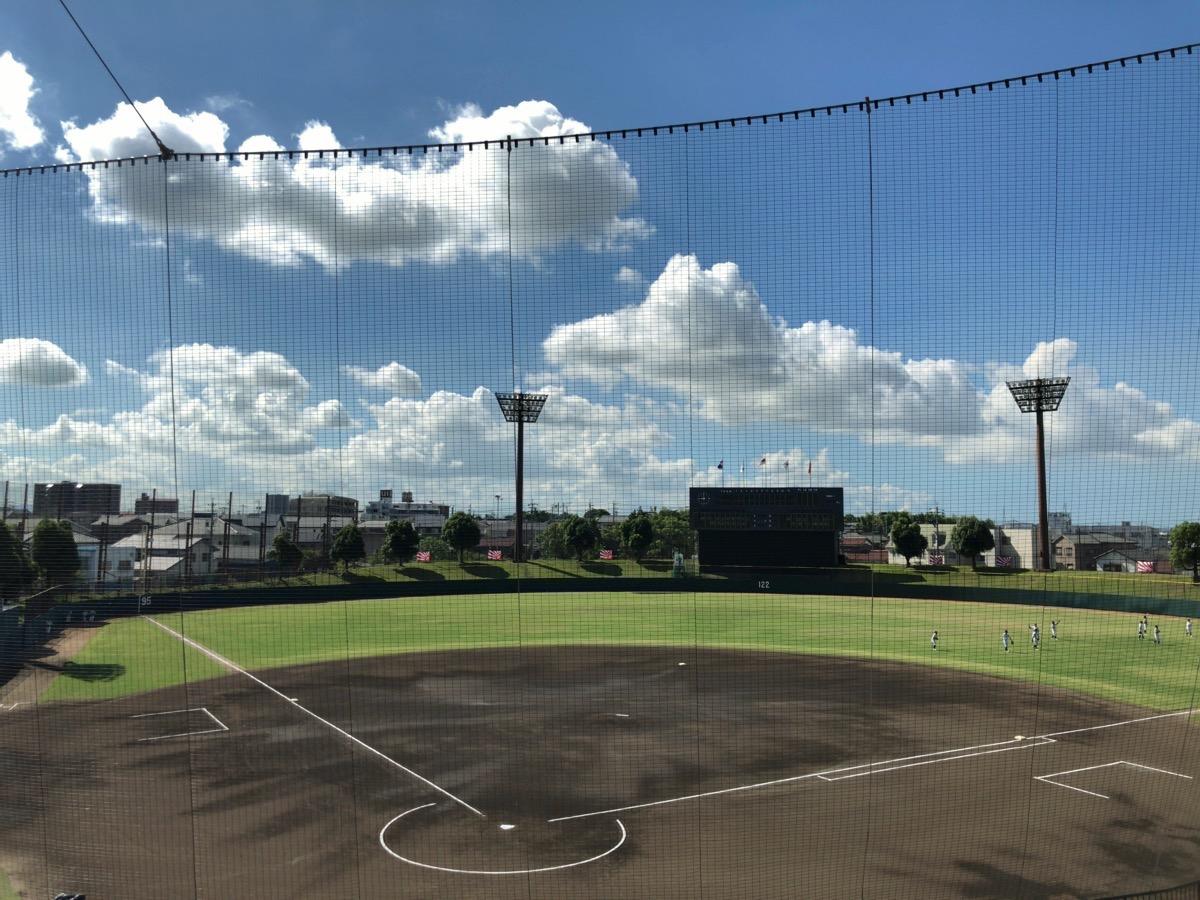 夏の高校野球県大会を行っている刈谷球場
